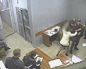 Смолянка, избившая полицейского, отделалась только штрафом