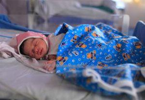Новорожденному ребенку беженцев с Украины нужна помощь