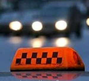 Водитель выкинул из машины своих пассажирок ночью, за городом, посреди голого поля