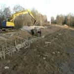 В Реадовском озере впервые спустили воду и начали очищать дно