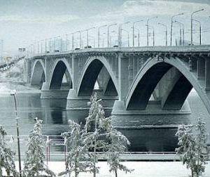 Мост через Днепр в районе автовокзала признали аварийным