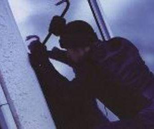 В Смоленске задержали серийного взломщика торговых ларьков