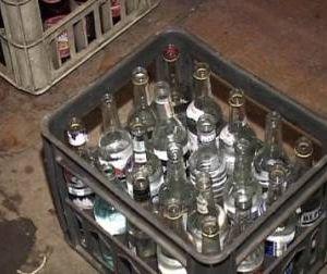 """В гаражном кооперативе Смоленска изъяли две тонны """"левого"""" алкоголя"""