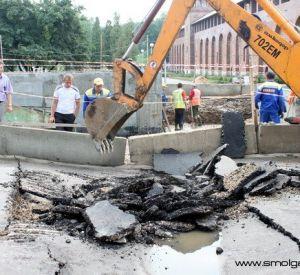 На площади Победы в Смоленске провалился свежий асфальт