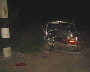 В Смоленской области пьяная полицейская протаранила столб, пассажир-следователь погибла