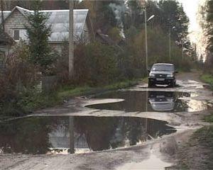 В Краснинском районе несколько месяцев прорвана канализация, а местные власти бездействуют