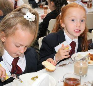 Смоленских школьников будут кормить бесплатно