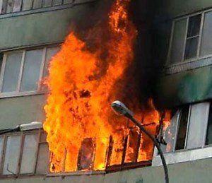 В Смоленске произошел страшный пожар в жилом доме в Городке Коминтерна