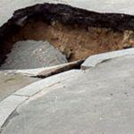 В центре Смоленска провалился асфальт