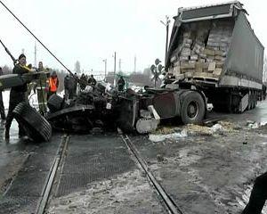 В Смоленской области фура столкнулась с поездом, есть жертвы