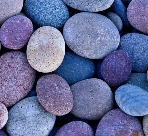 В Смоленской колонии заключенный ударил охранника камнем