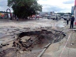 Многолюдную площадь в Смоленске затопило горячей водой