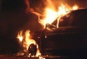 На Смоленщине загорелся автомобиль с водителем