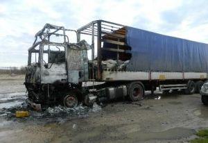 В Смоленском районе загоревшуюся фуру тушили 7 человек