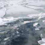 Человек провалился под лед в Вязьме