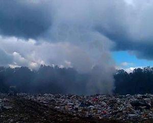 В Ярцевском районе горит полигон твердых бытовых отходов