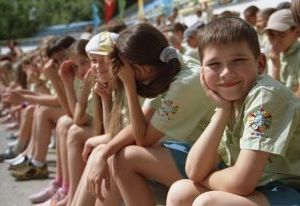 Бесплатные путевки в летние лагеря получат 14 тысяч смоленских детей