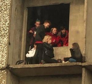 Жители райцентра пожаловались на подростков, облюбовавших недостроенный дом (фото)