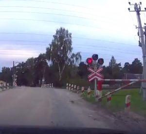 Видео: Автомобилисты массово нарушают ПДД