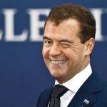 Медведев рассказал о выросшей в 15 раз за 15 лет пенсии