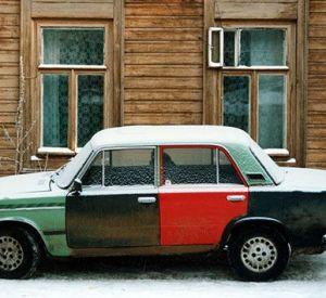 У жителя Смоленска с парковки угнали машину