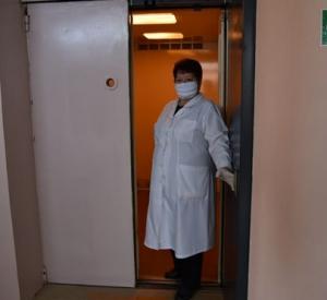 В одной из поликлиник Смоленска заработал лифт и открылся кабинет для приема инвалидов