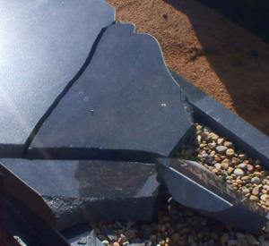 Смолянин разгромил десять надгробий на кладбище