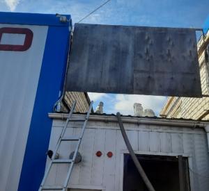 На Краснинском шоссе полыхала автомойка (фото)