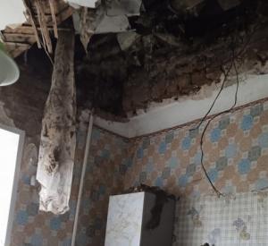 Под Смоленском в многоквартирном доме рухнул потолок