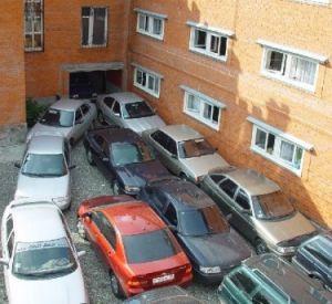 В Смоленске объявили охоту на плохо припаркованные автомобили