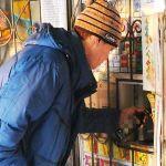 Полицейские поймали на продаже пива полсотни ларечников