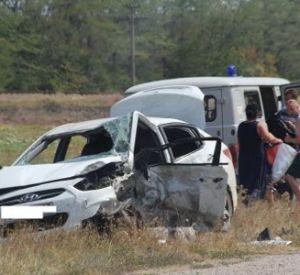 Автомобилист, поехавший с женой и дочками в Крым, разбился насмерть
